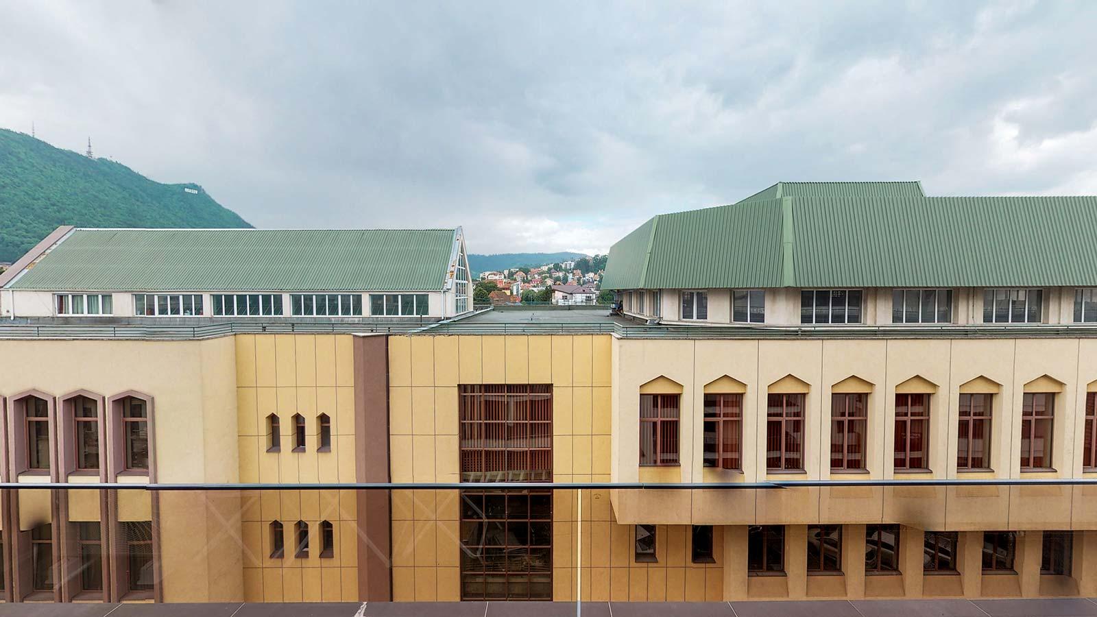 Imagine din balcon îndreptată spre blocurile vecine din faţa