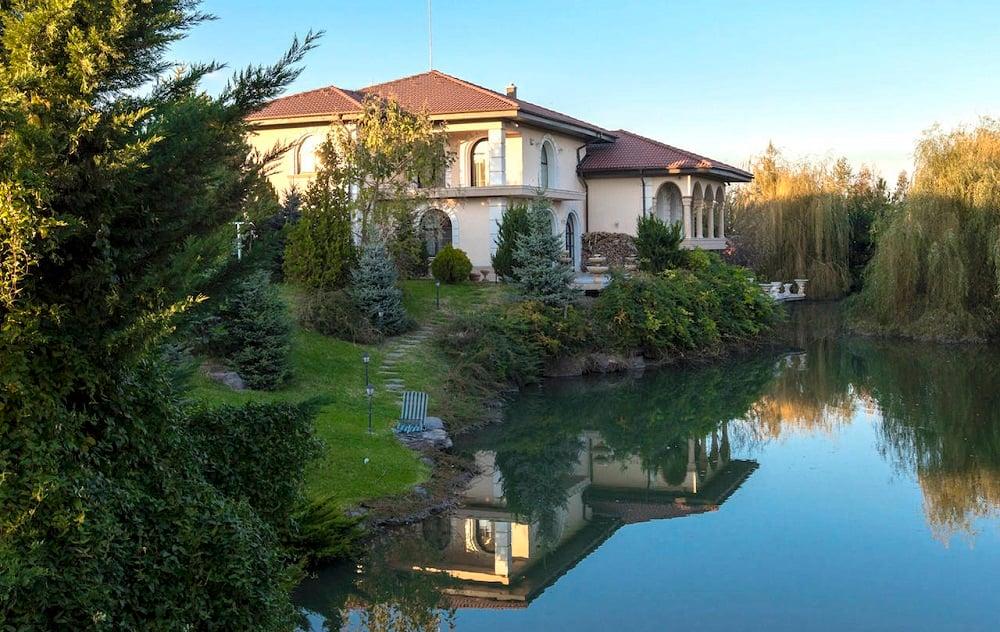Lacul Verde Resort: 3 vile moderne, lac propriu si teren de 15.000 mp. Domeniul tau boieresc sau start pentru business