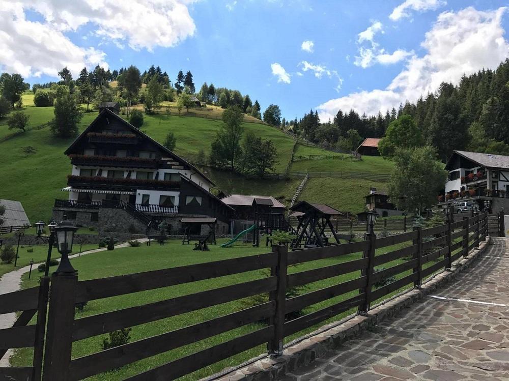 Business Pensiune la munte cu restaurant de 50 de locuri si peste 3.000 mp de teren