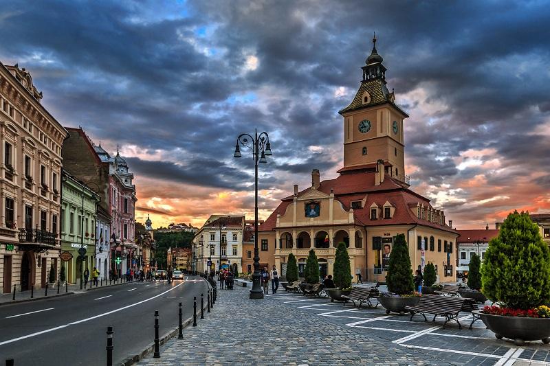 Românii tânjesc să locuiască cât mai aproape de natură: Brașovul și împrejurimile, în topul preferințelor. Sfaturi pentru cumpărători